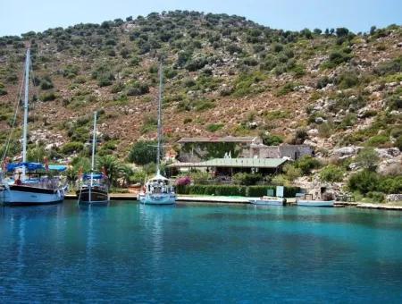 7000 M2 Arsa Üzerine Kurulu Yat Club Butik Otel ,Yat Çekek Yeri Denize Sıfır Satılık