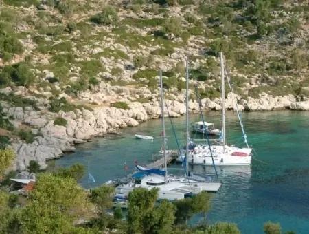 Denize Sıfır Satılık Butik Otel Yacht Club 12000 M2 Arsa Üzerine Kurulu