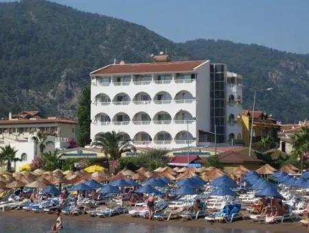 İçmeler Bölgesinde Denize Sıfır Satılık 60 Odalı Otel Marmaris